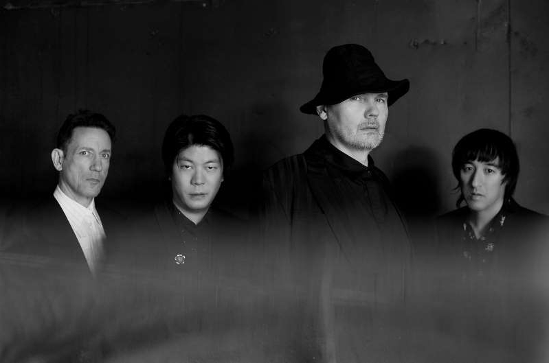 Jeff Schroeder, Billy Corgan, James Iha, Jimmy Chamberlin are posing for a picture: Smashing Pumpkins