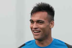 Barcelona and Real Madrid-linked forward Lautaro Martinez staying at Inter, says agent