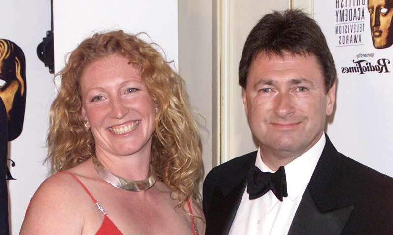 Alan Titchmarsh, Charlie Dimmock posing for the camera: Hello! Magazine