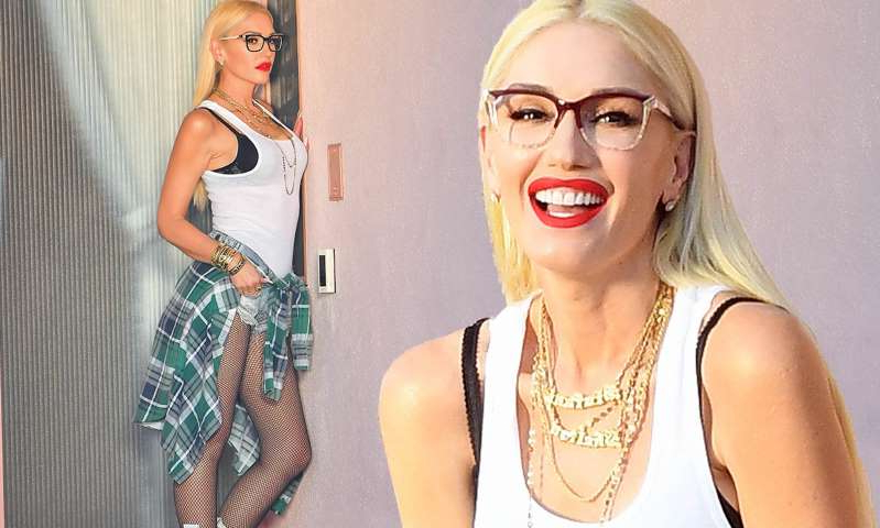 Gwen Stefani posing for a picture: MailOnline logo
