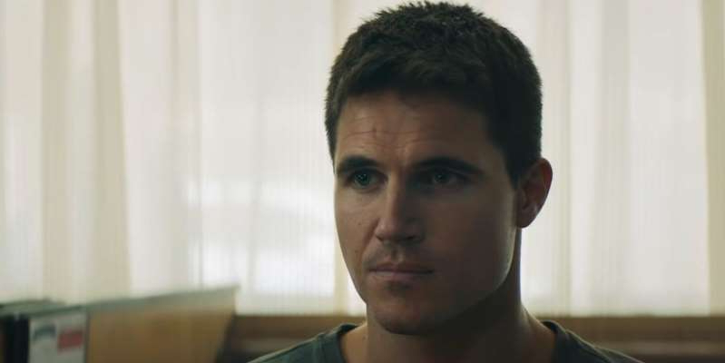 Robbie Amell looking at the camera: Upload and The Flash star Robbie Amell lands new movie role in adaptation of Wattpad novel, Float.