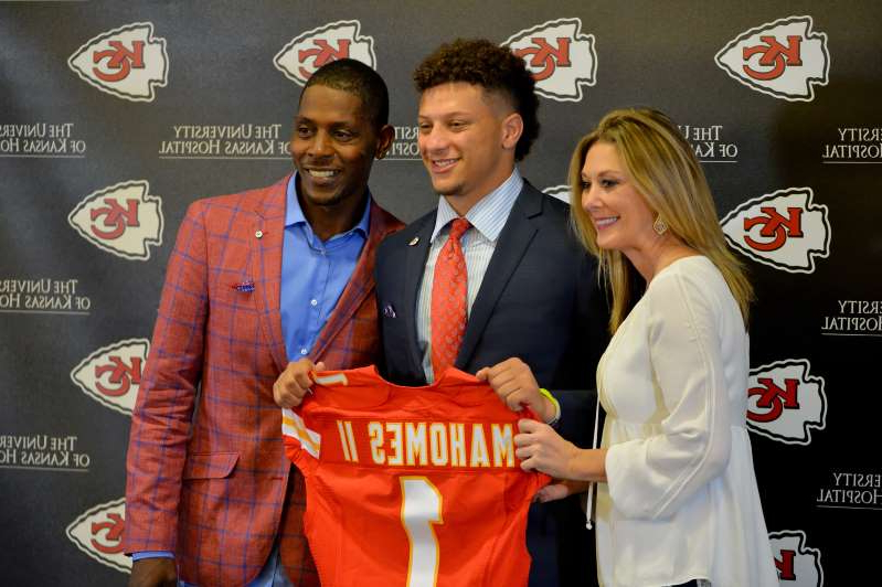 Randi Mahomes, Patrick Mahomes are posing for a picture: Patrick Mahomes' mother Randi issued a complaint on Twitter Monday about the announcers in her son's game.