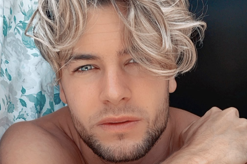 a close up of a man and a woman looking at the camera: Love Island star Chris Hughes is reportedly set to strip off on the new series of The Real Full Monty
