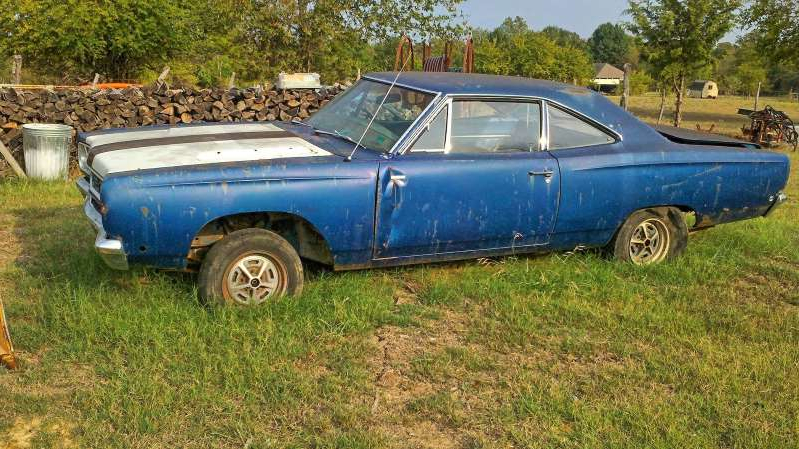 a blue car parked in a grassy field: 001-Barn-Find-1968-Road-Runner