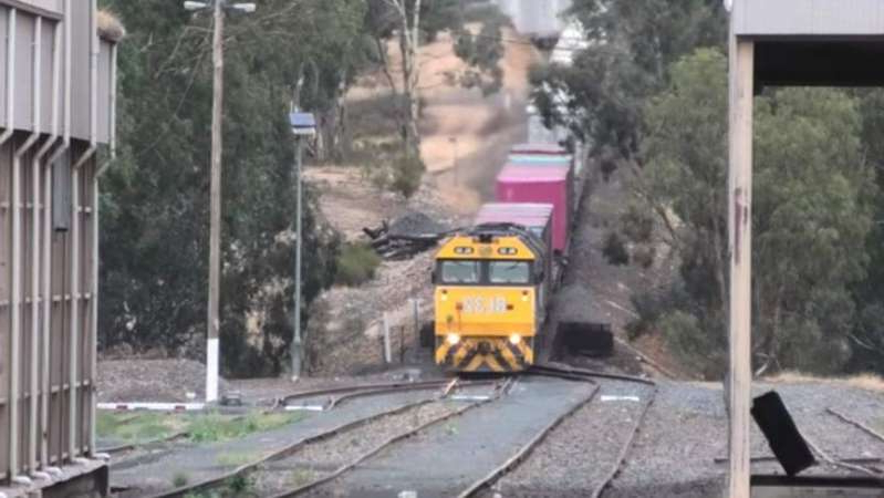 No cash for Murray Basin Rail project 'just appalling', farmers say