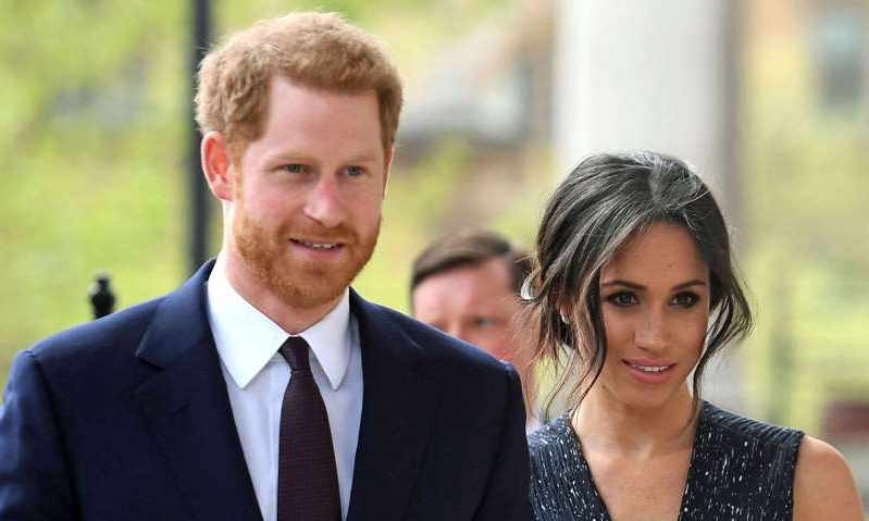 Meghan Markle, Prince Harry are posing for a picture: Hello! Magazine