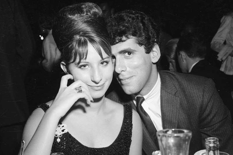 Elliott Gould, Barbra Streisand sitting at a table: Earl Leaf/Michael Ochs Archives/Getty Images