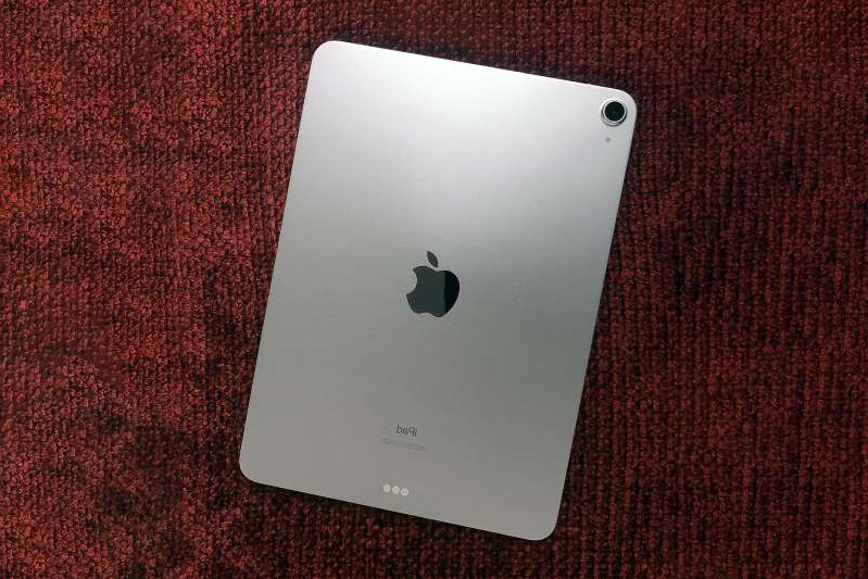 a close up of a laptop: A rear view of Apple's 2020 iPad Air.