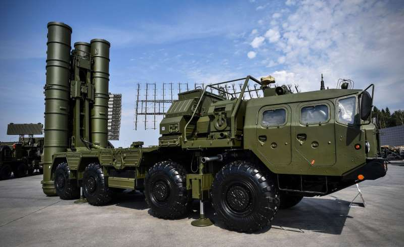 a large military vehicle: S-400 anti-aircraft missile launching system.