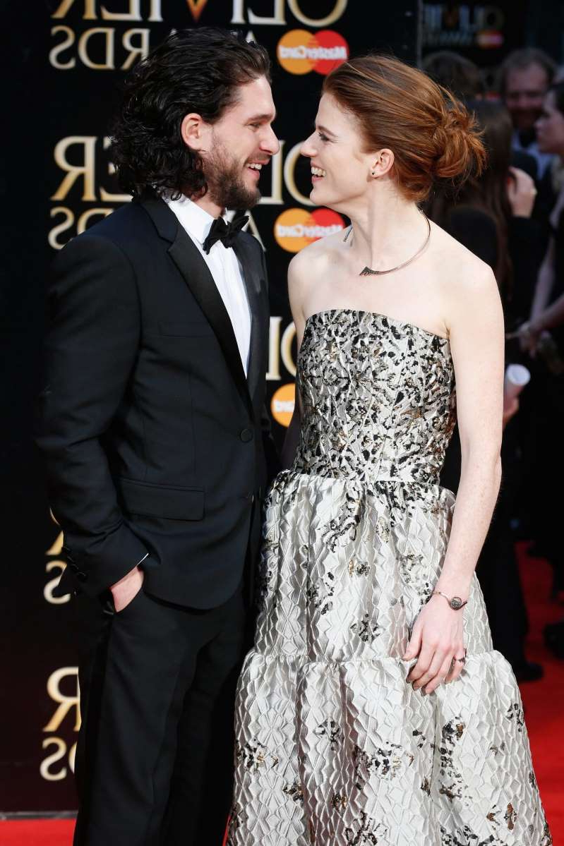 a man wearing a suit and tie standing next to a woman: Kit Harington (R) and Rose Leslie