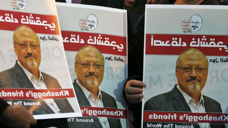 Activists protesting against the killing of Saudi journalist Jamal Khashoggi hold a candlelight vigil outside Saudi Arabia's consulate in Istanbul on October 25, 2018 [File: AP/Lefteris Pitarakis]