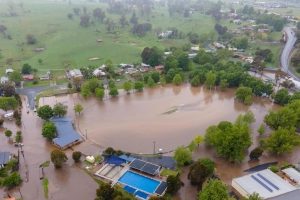 Flash flood hits Tumbarumba in NSW, forcing evacuation of home and caravan park