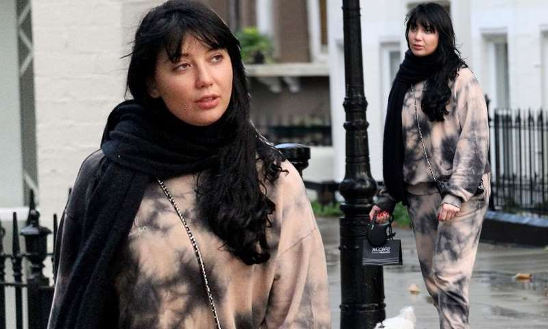 Daisy Lowe, Daisy Lowe standing in front of a building: MailOnline logo