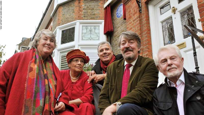 Derek Jacobi, Stephen Fry posing for the camera: An English Heritage blue plaque was placed in May 2012 on Hutchinson's former home in north London. Actor Sir Derek Jacobi, TV presenter Stephen Fry, son Chris Hutchinson, daughter Gabrielle Markes and biographer Charlotte Breese are seen at the unveiling.