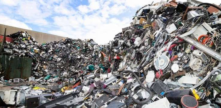 a large pile of garbage: E-waste