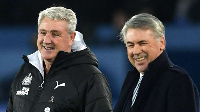 Carlo Ancelotti, Steve Bruce are posing for a picture