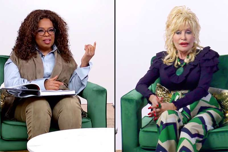 Dolly Parton, Oprah Winfrey are posing for a picture