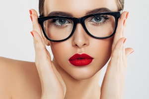 Make-up hacks: 3 make-up tricks that will completely change the life of women who wear glasses