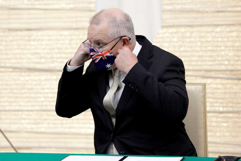 Scott Morrison, Australia's prime minister, removes his protective face mask after arriving for a signing ceremony with Yoshihide Suga, Japan's prime minister at Suga's official residence in Tokyo, Japan November 17, 2020.  Kiyoshi Ota/Pool via REUTERS