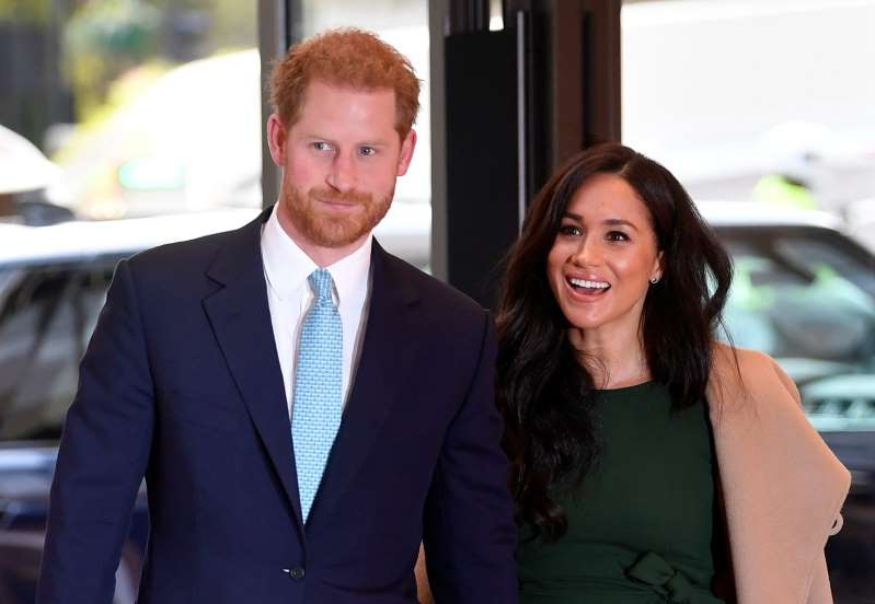 Meghan Markle, Prince Harry are posing for a picture: Toby Melville - WPA Pool/Getty Meghan Markle and Prince Harry