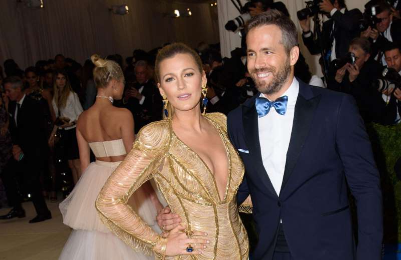 Ryan Reynolds, Blake Lively posing for the camera: Ryan Reynolds and Blake Lively