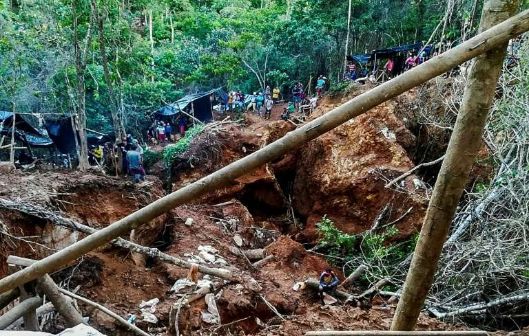 a pile of hay: Handout photo released by the Fundacion del Rio of the site of a landslide at a mine in southern Nicaragua on December 4, 2020