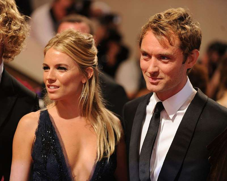 Jude Law, Sienna Miller are posing for a picture: Jude Law and Sienna Miller