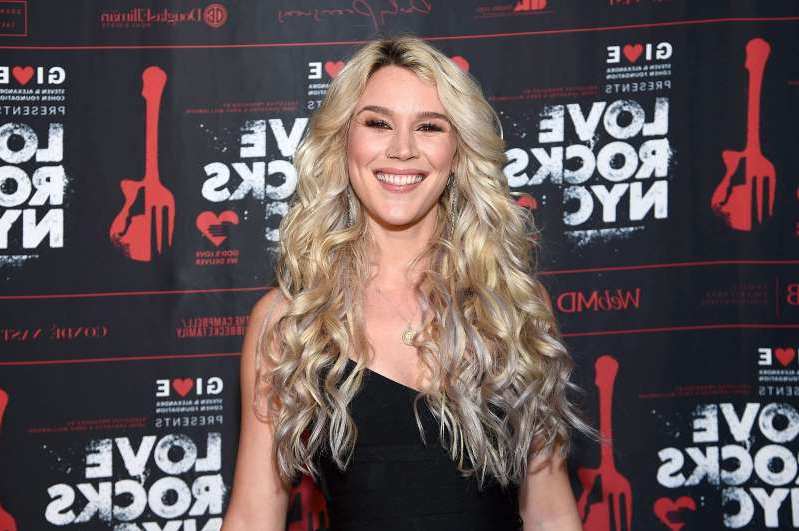 Joss Stone holding a sign posing for the camera: NEW YORK, NEW YORK - MARCH 12: Joss Stone poses backstage during the Fourth Annual LOVE ROCKS NYC benefit concert for God's Love We Deliver at Beacon Theatre on March 12, 2020 in New York City. (Photo by Jamie McCarthy/Getty Images for God's Love We Deliver )