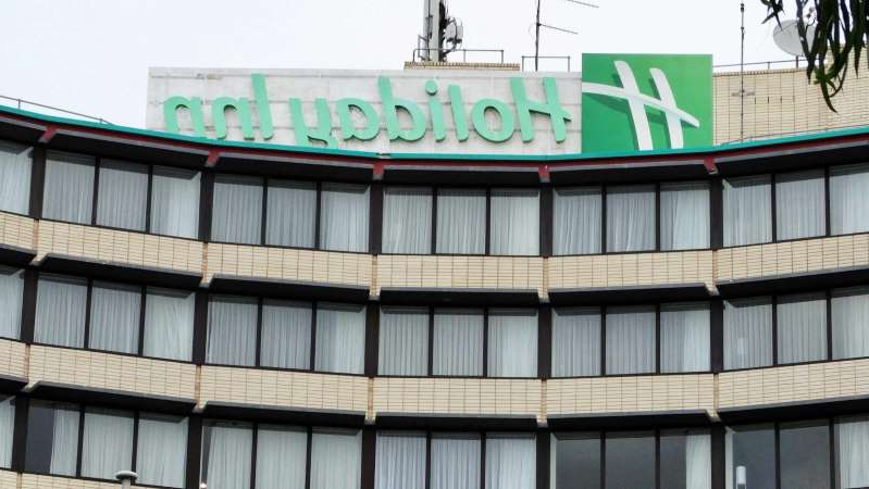 a large sign on the side of a building: Authorities say a nebuliser is the likely source of transmission among some of the cases at the Melbourne Airport Holiday Inn. (ABC News: Patrick Rocca)