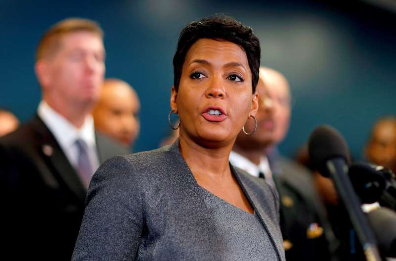 a man holding a camera: FILE-In this Thursday, Jan. 4, 2018, file photo, Atlanta Mayor Keisha Lance Bottoms speaks at a press conference in Atlanta. Bottoms says the city continues to operate despite ongoing troubles caused by a cyberattack on its computer network last week. (AP Photo/David Goldman, File)