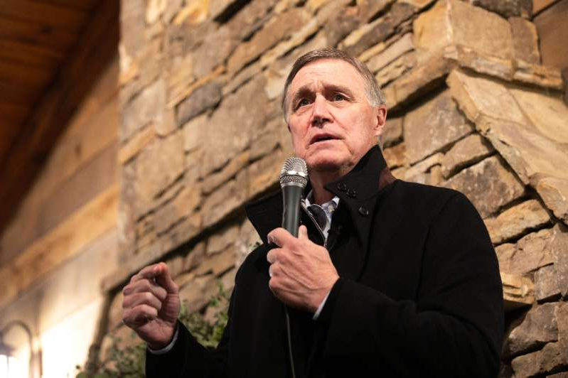 David Perdue standing in front of a brick building: David Perdue speaks to the crowd during a campaign rally on December 20, 2020 in Cumming, Georgia.