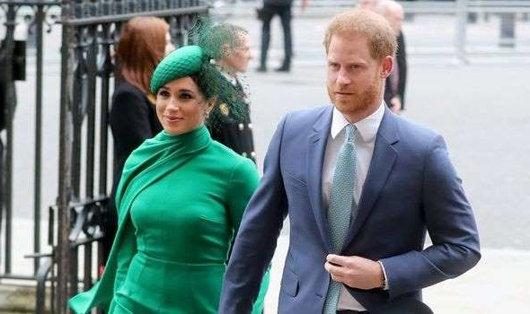 Prince Harry, Meghan Markle are posing for a picture: Meghan Markle and Prince Harry