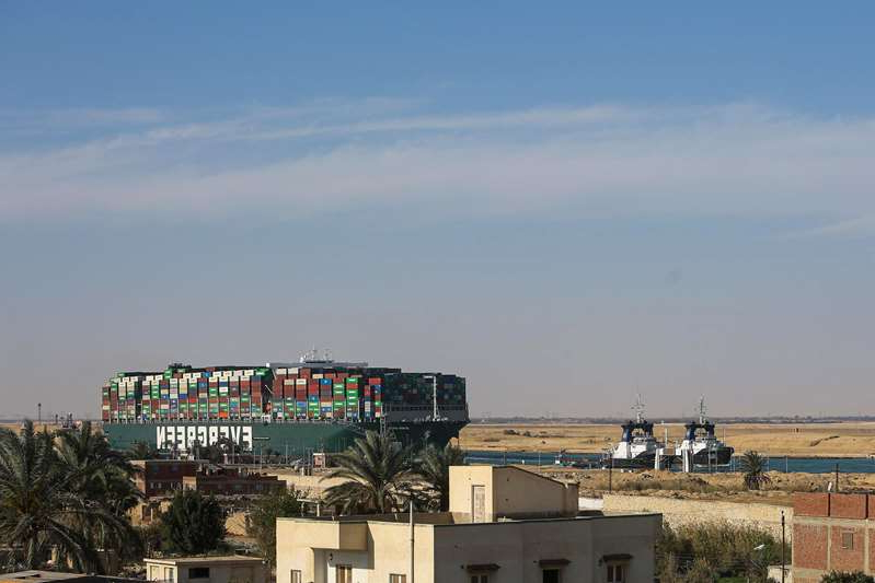 a harbor filled with lots of green grass: Suez Ship Is Refloated in First Step to Clearing Canal
