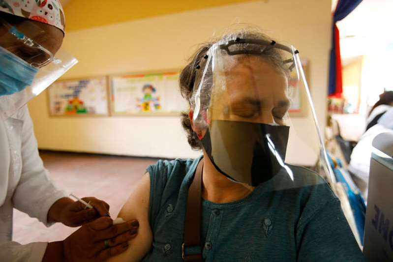 a person wearing a mask: Outbreak of the coronavirus disease (COVID-19) in Caracas