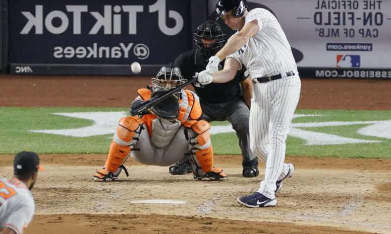 a baseball player holding a bat: Jay Bruce swings at a pitch for the Yankees.