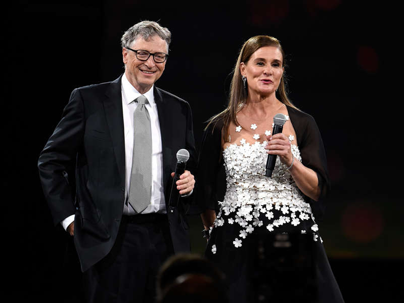 Melinda Gates, Bill Gates are posing for a picture: Kevin Mazur / Contributor/Getty Images
