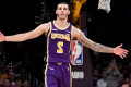 Luke Walton says he doesn't think Lonzo Ball has to change his form on free throws