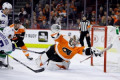 Flyers beat Canucks 2-1, notch 8th straight victory