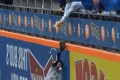 Braun gets beer shower in outfield from Mets fan