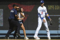 Girl arrested for Bellinger hug calls it 'best day ever'
