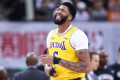 Anthony Davis suffers sprained thumb in Lakers' exhibition loss to Nets in China
