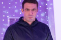 Hollyoaks: Warren revisits the past